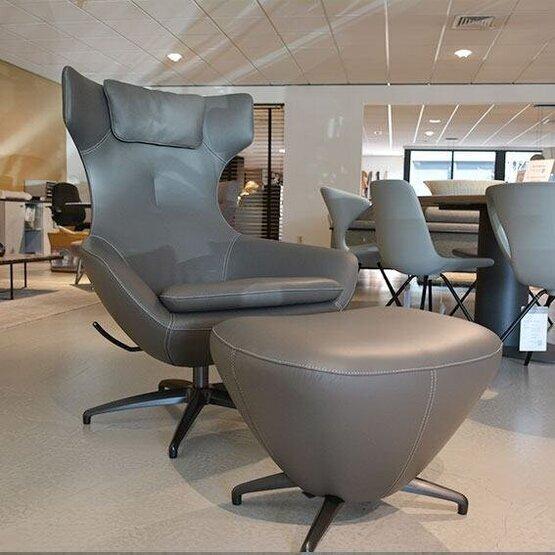 leolux-fauteuil-met-poef-caruzzo-01.jpg